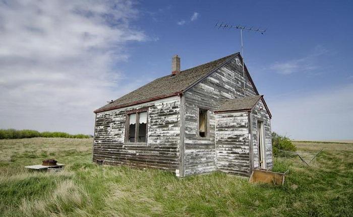 Житловий будинок в полі
