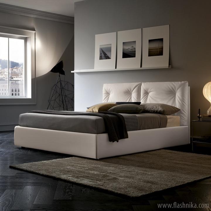 кровать в спальню с мягкой спинкой