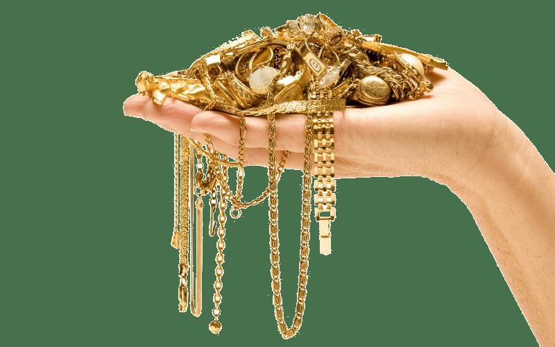 Золотые цепочки в руке