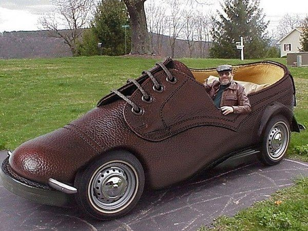 Автомобіль черевик